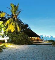 Holiday Island Resort Spa Maldivi 1